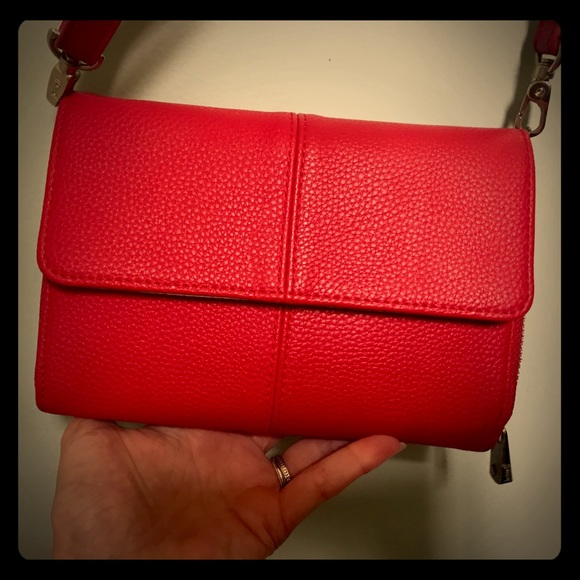 thirty-one Handbags - Thirty one red pebble leatherette cross bag